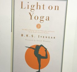 Light On Yoga (NA)
